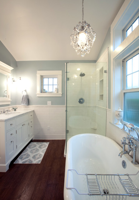 Wainscoting traditional-bathroom