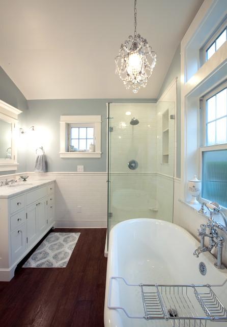 Wainscoting traditional-bathroom