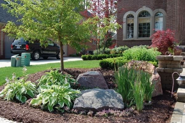 frontyard landscape - traditional