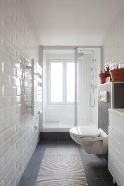 salle deau troite avec grande douche  Contemporain  Salle de Bain  Paris  par Matesco