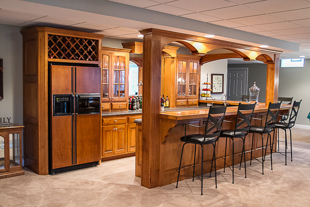 Home Bar area  Traditional  Basement  Cleveland  by