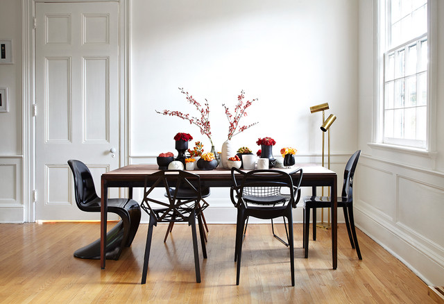 C'era una volta il tavolino in tinello o in cucina, con poche pretese, o quel tavolo in salotto più elegante… c'era una volta un tavolo conformista, con le sue belle sedie in tinta e in stile, coordinate senza troppa fantasia. La Ricetta Semi Infallibile Per Abbinare Tavolo E Sedie