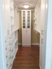Small Walk-in closet in White finish and Shakers doors ...