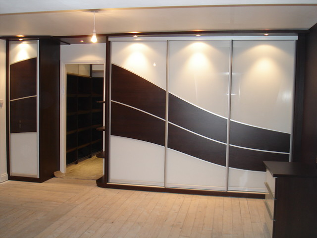 Chocolate Wood Wave Bedroom Design Contemporary West