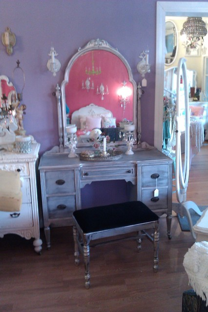 Hollywood Glam Silver Distressed Antique Vanity Metallic