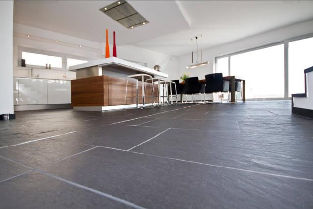 Bodenbelag aus dem Naturstein Porto Schiefer  Modern  Kche  Dortmund  von Rossittis GmbH