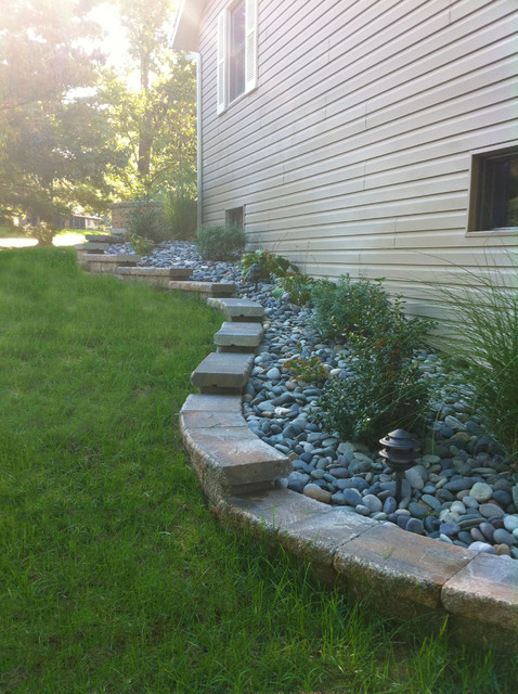 stepped retaining wall - traditional