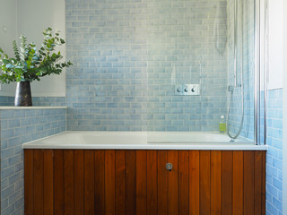 Baths Tiled In Beautiful Sea Glass Blue ( Photos)