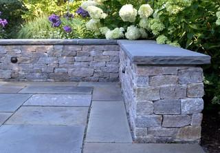 New England fieldstone veneer stone seat wall with