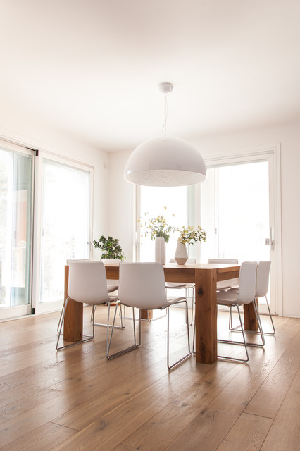 Lampadario moderno a grappolo composta da diverse sfere in metallo cromato lucido. Illuminare Il Tavolo Da Pranzo Grazie Alle Regole Dei Pro