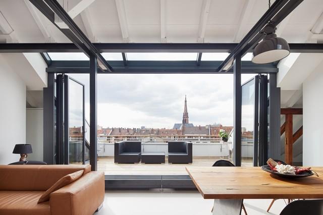 Ausbau einer Dachgeschosswohnung zur Maisonette  Modern