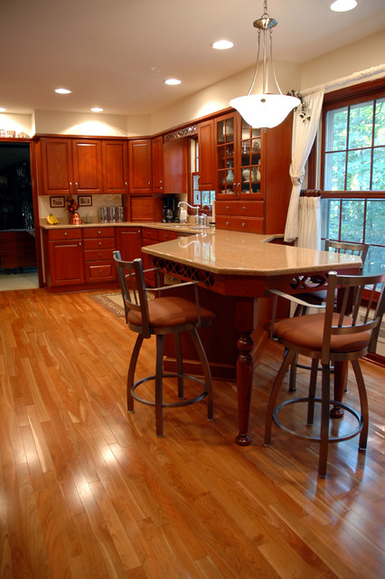 Kitchen with Peninsula Seating