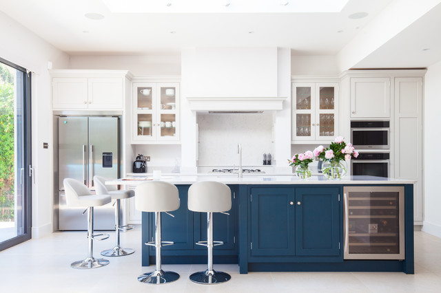 Painted vs. Stained Kitchen Cabinets: Which One is Better?