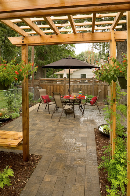 Arbor traditional-patio