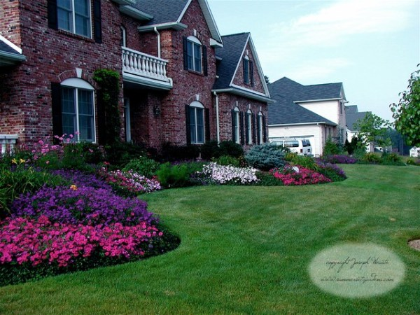 front yard planting design - traditional