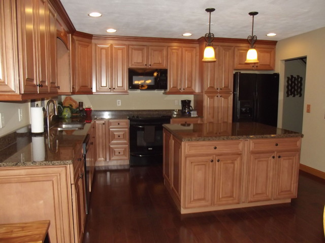 Maple spice with mocha glaze cabinets and tropical tan