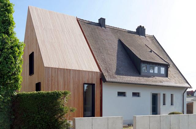 Architektur Massivholzanbau fr ein Augsburger Siedlungshaus