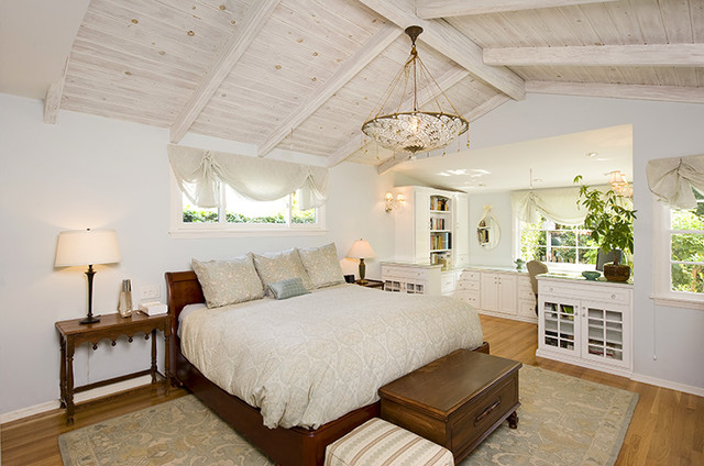 Beach Cottage Chic bedroom with custombuilt in office  Traditional  Bedroom  Los Angeles