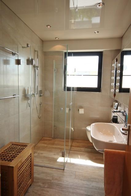 Dusche vor Fenster  Modern  Badezimmer  Kln  von Peter Wiel GmbH