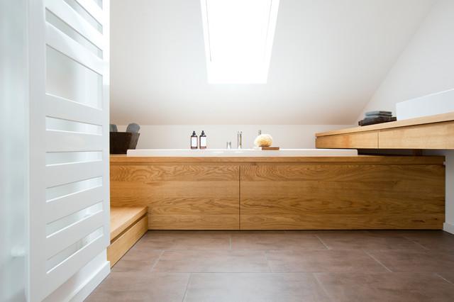 Bad im Dachstudio  Modern  Badezimmer  Frankfurt am Main  von Eva Lorey Innenarchitektur