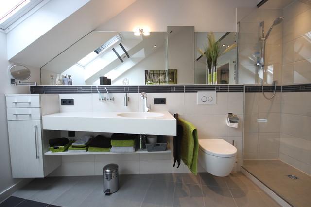 Bad mit Schrgen  Modern  Badezimmer  Kln  von Peter Wiel GmbH