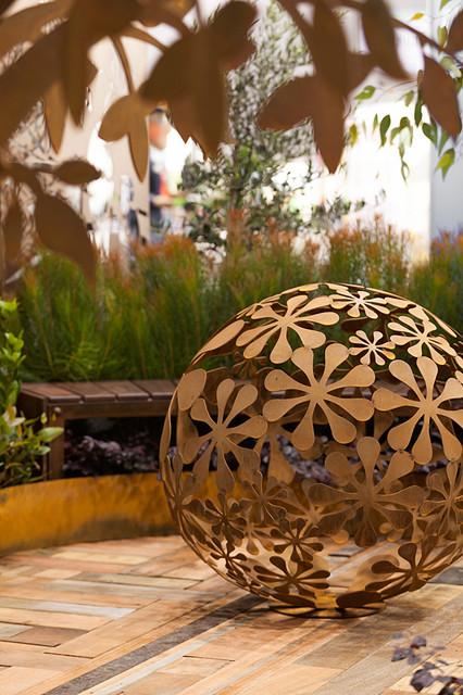backyard garden sculptures metal