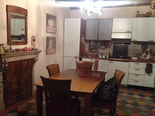 Consiglio per arredare zona cucina soggiorno con pavimento