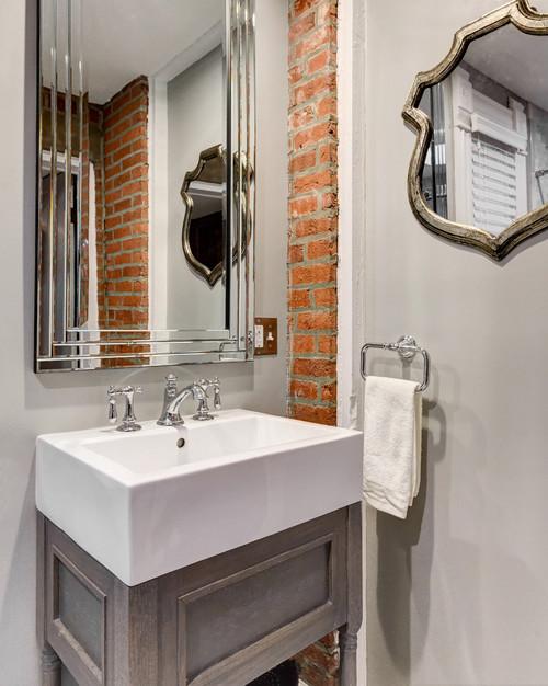 Vanity/Mirror/sink