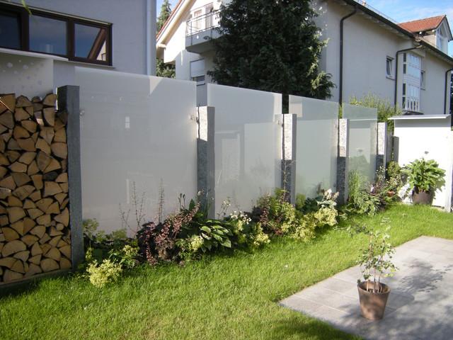 Glas Und Edelstahl Als Sichtschutz Im Garten Modern Garten