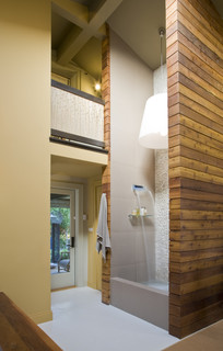 Twostory shower with recirculating fountain
