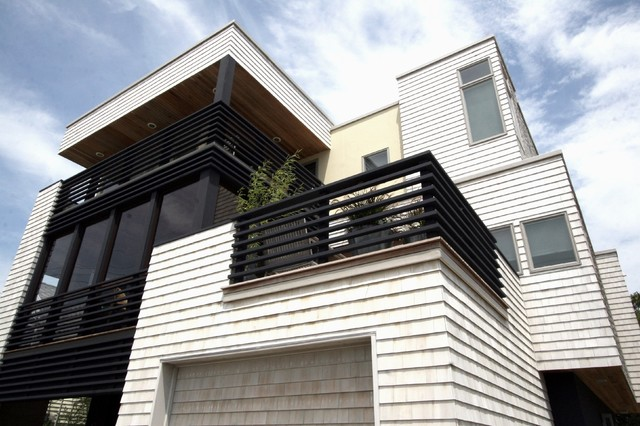 Beach House Long Beach Island NJ  Modern  Exterior  New York  by LOMER  MEGGITT ARCHITECTS