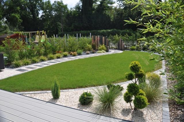 Petit jardin contemporain  Contemporary  Lyon  by DESIGN JARDINS