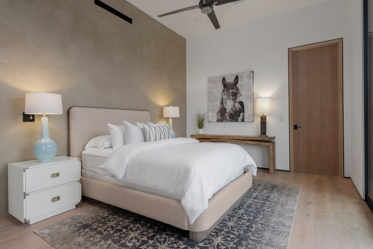 75 Beautiful Mid Sized Bedroom Pictures Ideas January 2021 Houzz