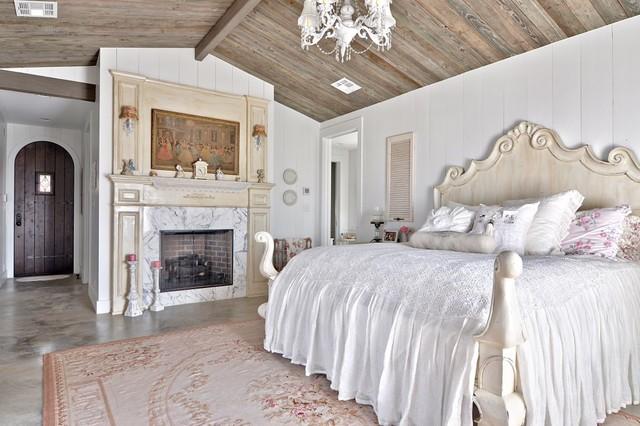 Anche i pallet si prestano a questo tipo di realizzazione fai da te. Romantic Hill Country Dream Shabby Chic Style Bedroom Austin By Schmidt Custom Homes Houzz