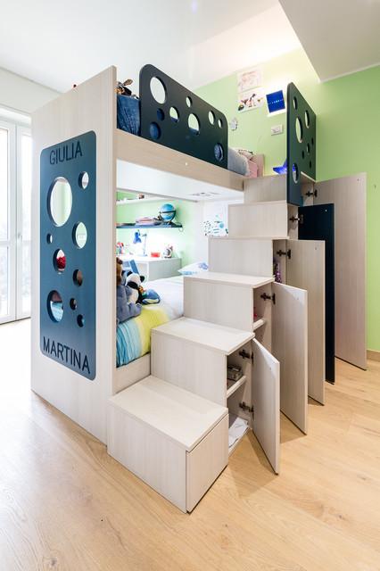 Eppure la stanza dei piccoli può essere molto più creativa e originale, capace di offrire ai bambini occasioni di gioco e interazione con l'ambiente diverse dal solito. 10 Idee Salvaspazio Per Camerette Per Due