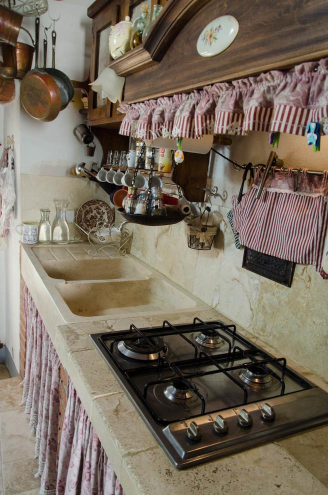Le cucine in stile provenzale si esprimono con grande eleganza,. Cucina In Travertino Stile Country Shabby Chic Style Kitchen Florence By Pietre Di Rapolano Houzz