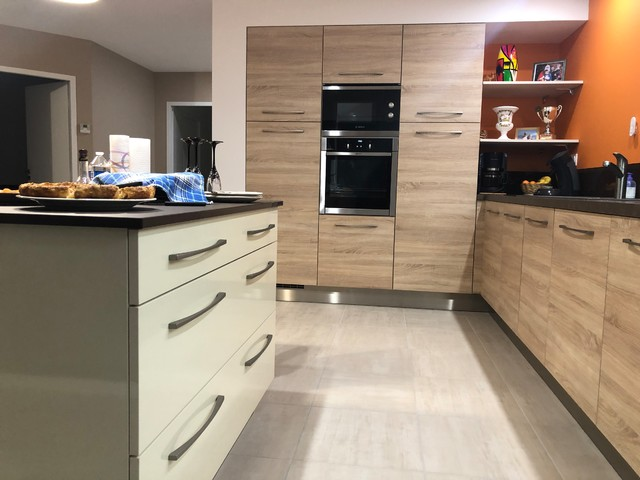 Cuisine Orange Bois Et Anthracite Transitional Kitchen Clermont Ferrand By Comera Cuisines By Moutarde Houzz Uk