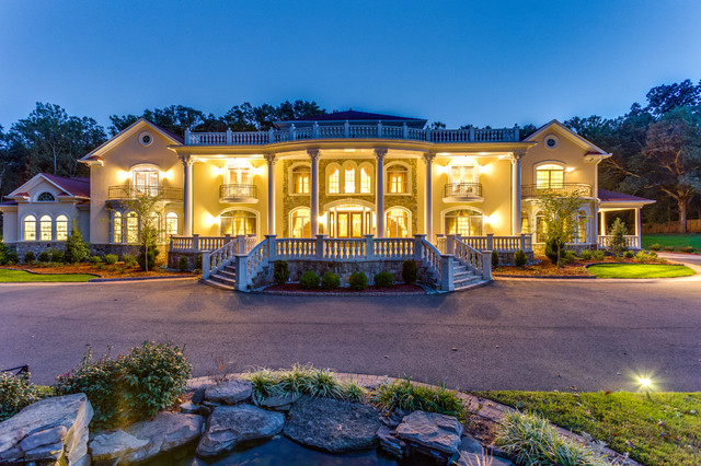 grand traditional mansion in fairfax