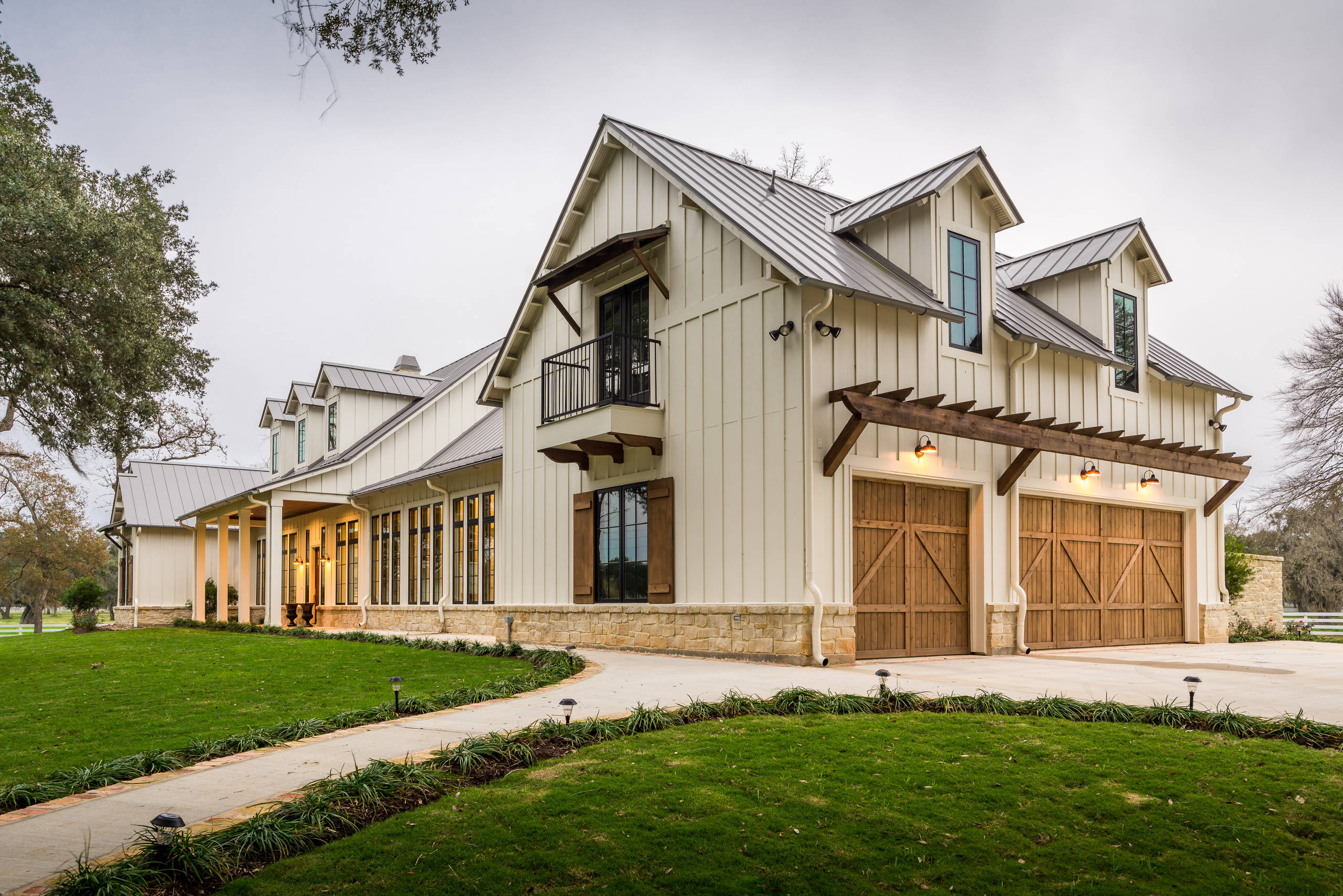 75 Beautiful Farmhouse Beige Exterior Home Pictures Ideas January 2021 Houzz