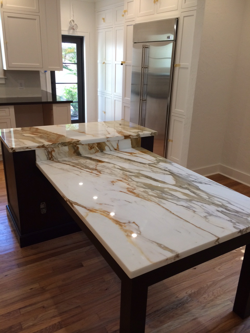 Kochschule Bremen Https://www.houzz.com/photos/brown-quartz-kitchen-tops-and-calacatta-gold-marble-island-contemporary-kitchen-miami-phvw-vp~37850586