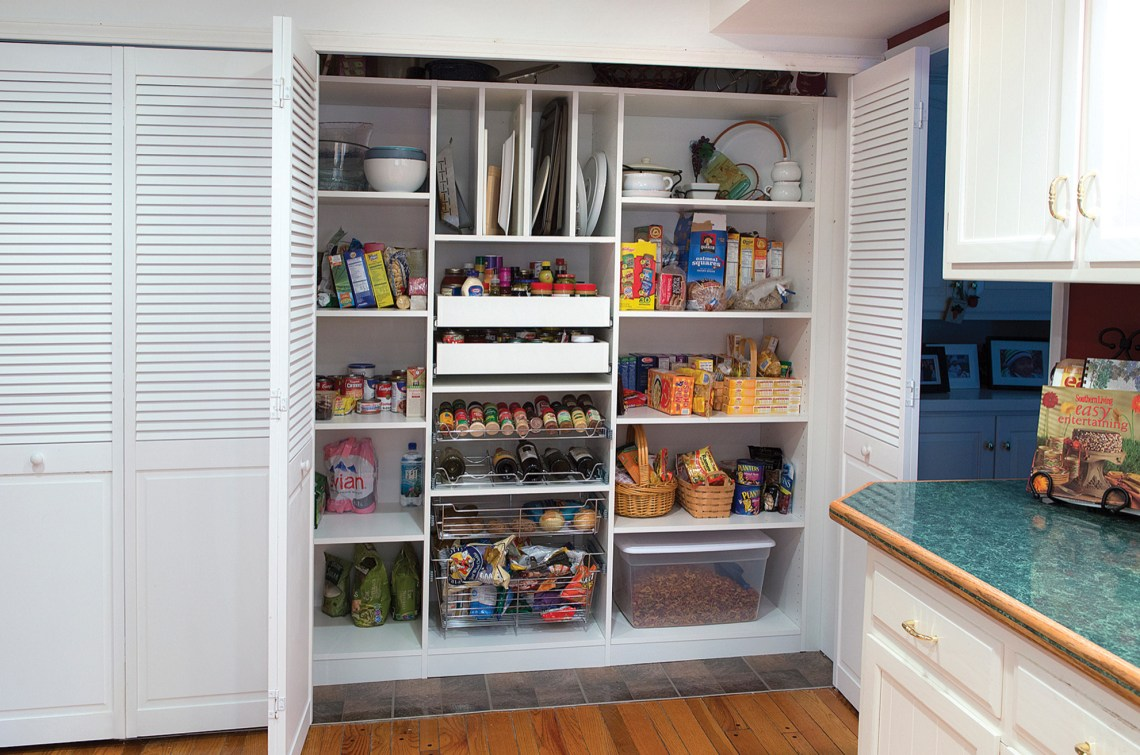 75 Beautiful Small Kitchen Pantry Pictures Ideas August 2021 Houzz
