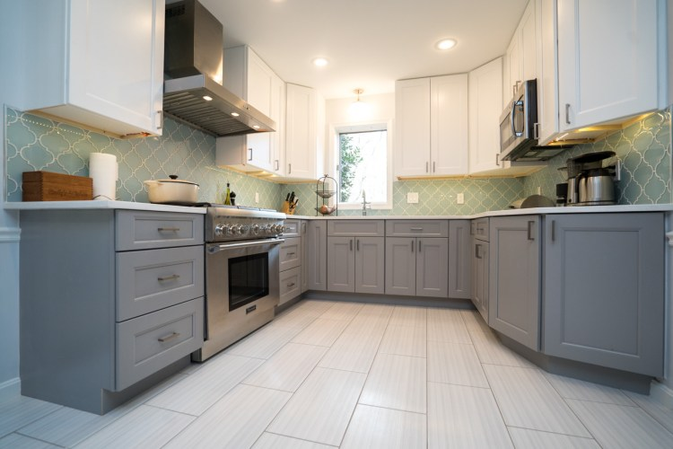 75 Beautiful Kitchen With Gray Cabinets And Glass Tile Backsplash Pictures Ideas January 2021 Houzz