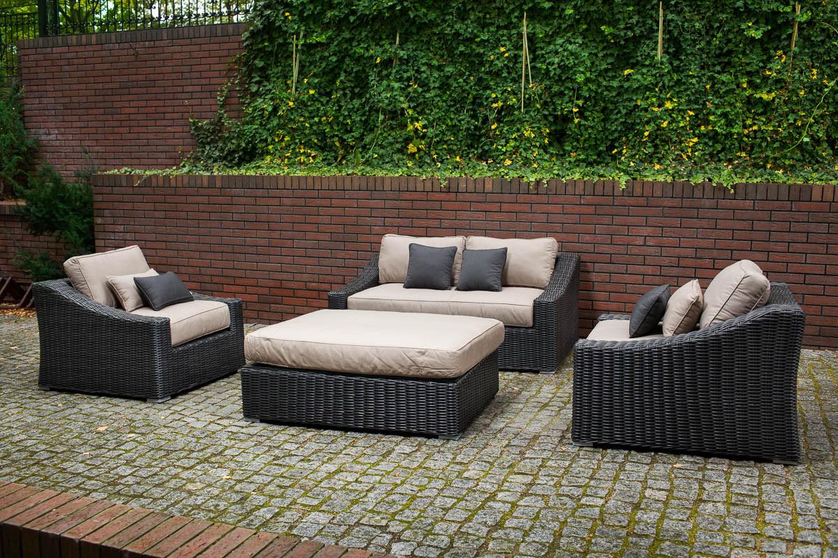 https www houzz com photos toja patio furniture tuscan love seat set red brick wall patio toronto phvw vp 22177374