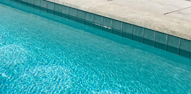porcelain pool coping iridescent