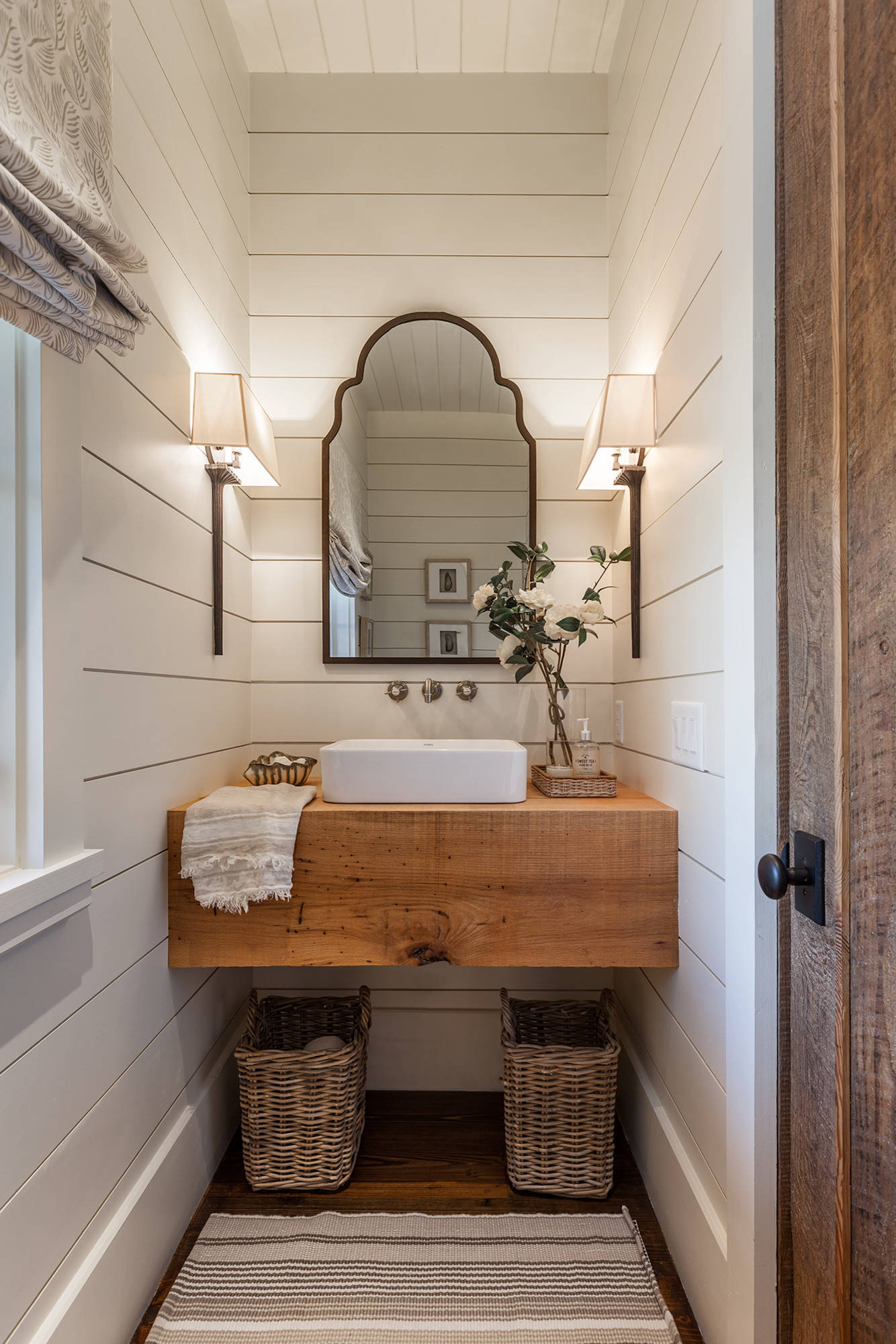 powder room with a vessel sink