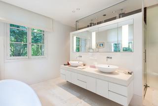 salle de bain blanche et beige photos