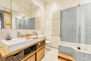 bain avec une baignoire d angle