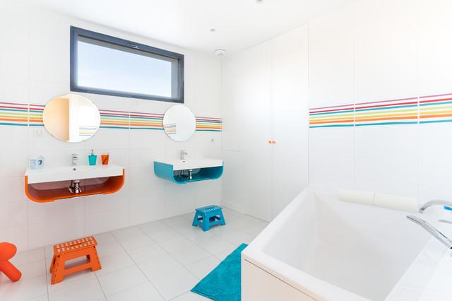 Salle De Bain Enfants Modern Badezimmer Paris Von Yvelines Tradition