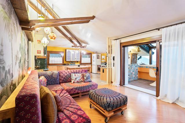 Anche i colori nel feng shui sono molto importanti, ed è fondamentale scegliere quelli giusti per ogni ambiente. Energia E Colore Per Un Arredamento Feng Shui 100 Mq Asian Living Room Other By Spazi Fluidi Houzz
