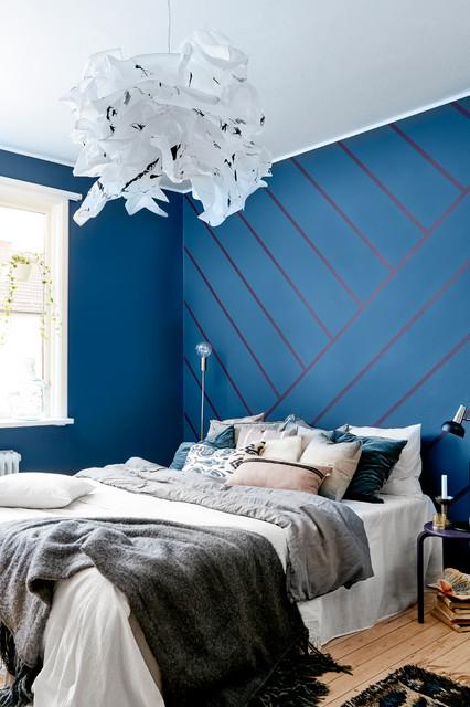 pareti blu notte trasformano le camera da letto scure in un cielo stellato, e se decidi per la vernice effetto stellato, la magia è servita. 7 Pareti Colorate Che Migliorano Una Stanza Da Letto Piccola